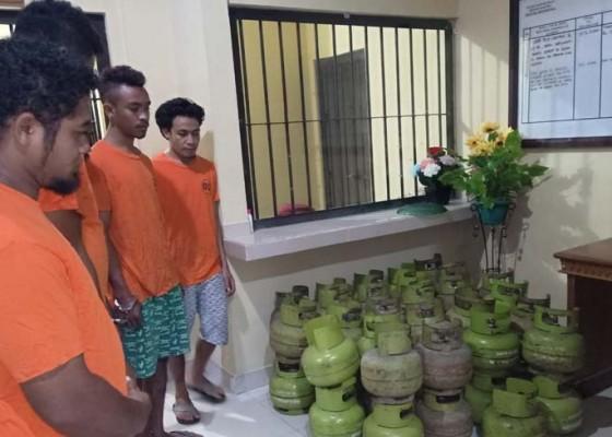 Nusabali.com - gelapkan-tabung-gas-kepala-gudang-dan-4-anak-buahnya-dijuk