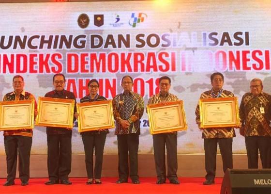 Nusabali.com - indeks-demokrasi-terbaik-kedua-bali-diganjar-penghargaan