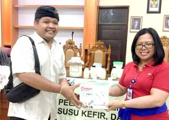 Nusabali.com - tim-pkw-unud-kembangkan-coco-kefir-di-desa-pering