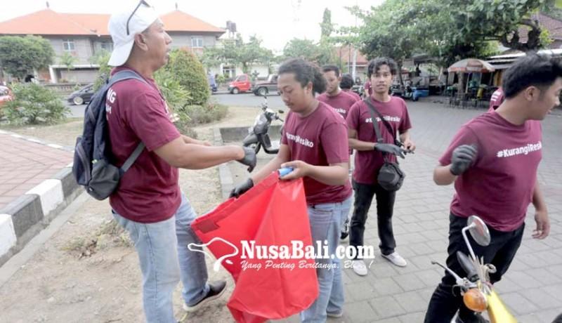 www.nusabali.com-komunitas-malu-dong-pungut-sampah-di-gws-tabanan