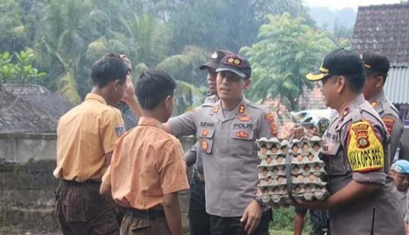 www.nusabali.com-polres-klungkung-bantu-sembako-dua-anak-yatim-piatu