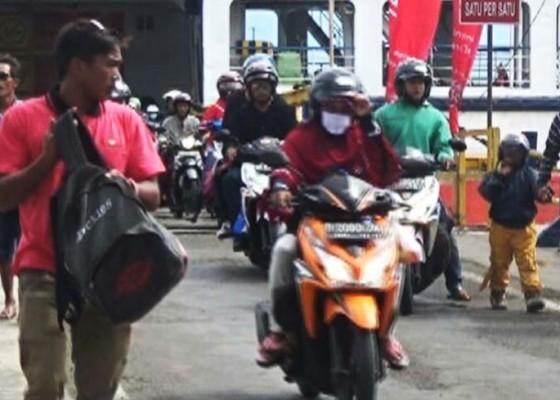 Nusabali.com - h1-lebaran-39936-penumpang-memasuki-bali