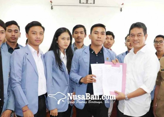 Nusabali.com - bem-undiksha-datangi-dprd-buleleng
