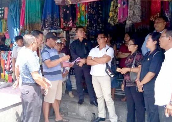 Nusabali.com - revitalisasi-pasar-ditolak-komisi-ii-temui-pedagang-terminal-manuver