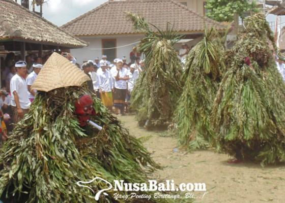 Nusabali.com - tari-mongah-simbol-refleksi-pada-kesombongan