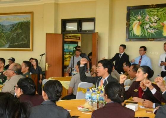 Nusabali.com - polres-kumpulkan-60-mahasiswa