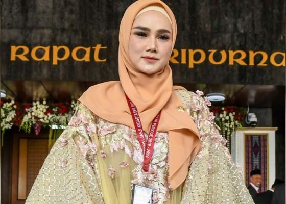 Nusabali.com - baju-mulan-jameela-dinilai-terburuk
