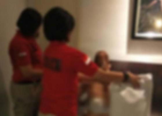 Nusabali.com - polisi-gerebek-istri-bermesraan-dengan-dokter
