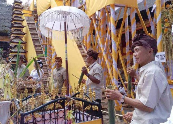Nusabali.com - saksikan-prosesi-ratusan-wisatawan-terkagum