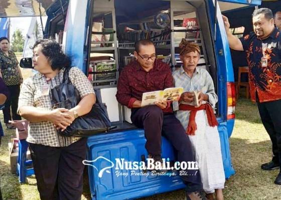 Nusabali.com - mobil-pusling-minim-sekda-minta-manfaatkan-perpustakaan-sekolah