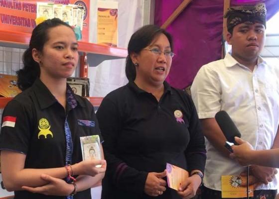 Nusabali.com - produk-kewirausahaan-mahasiswa-fakultas-pertanian-unud-dipamerkan-pada-kontes-sapi-bali