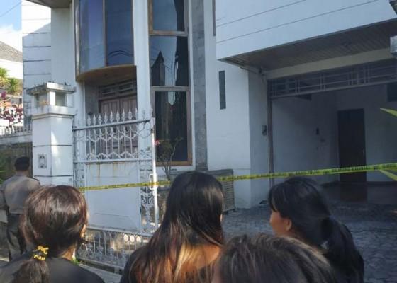 Nusabali.com - rumahnya-dirampok-ibu-dan-anak-lompat-dari-lantai-ii