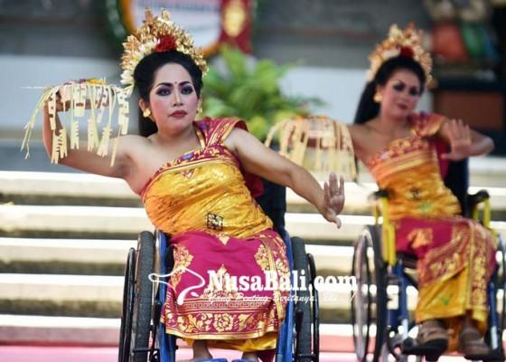 Nusabali.com - penyandang-disabilitas-sumringah-ikut-festival-kesenian-bali