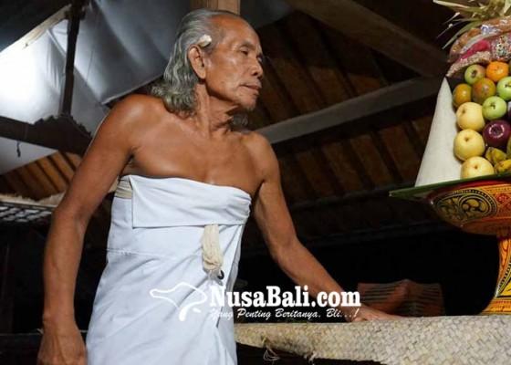 Nusabali.com - pergantian-de-kubayan-wayan-dilakukan-tengah-malam