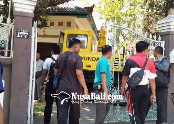 Nusabali.com - sengketa-hutang-berbuntut-perusakan-rumah-di-baktiseraga