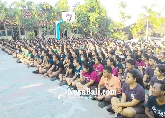 Nusabali.com - penyuluhan-polres-klungkung-sambangi-sekolah