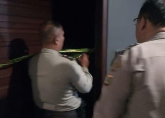 Nusabali.com - diduga-minum-racun-tamu-hotel-ditemukan-tewas