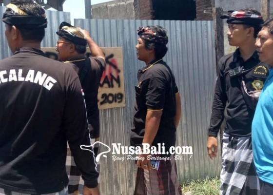Nusabali.com - proyek-gudang-mikol-disegel-pecalang