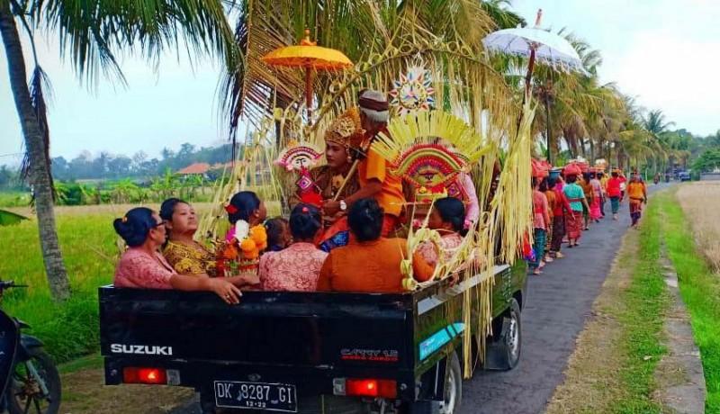 www.nusabali.com-pengantin-baru-jemput-mempelai-wanita-pakai-pick-up