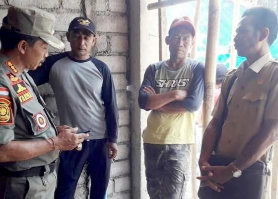 Nusabali.com - bodong-pembangun-ruko-di-medewi-disemprit-satpol-pp