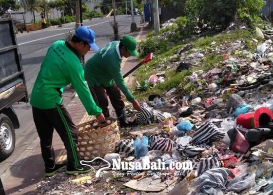 Nusabali.com - dewan-soroti-gaji-petugas-kebersihan
