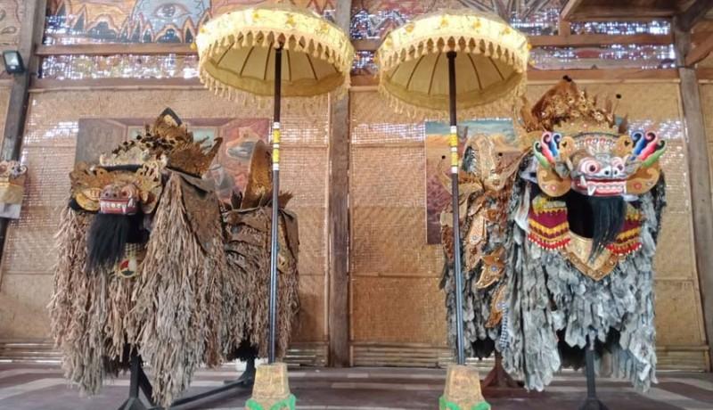 www.nusabali.com-bikin-tiga-barong-berbahan-kraras-koran-dan-daun-lontar