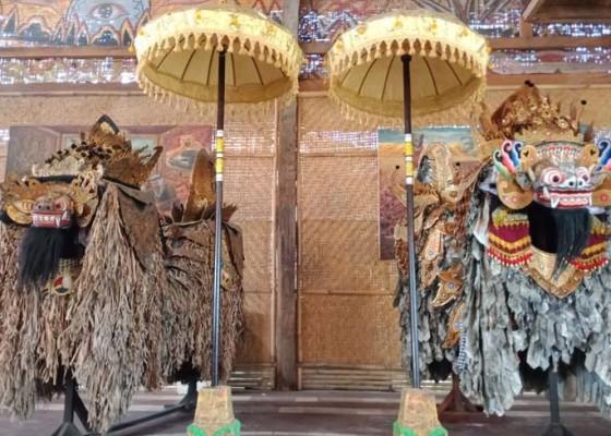 Nusabali.com - bikin-tiga-barong-berbahan-kraras-koran-dan-daun-lontar