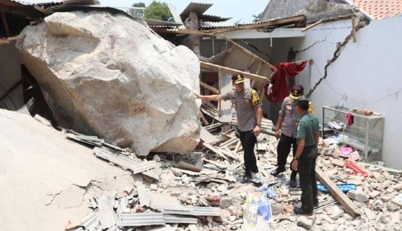 www.nusabali.com-tujuh-rumah-dan-satu-bangunan-sekolah-rusak