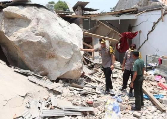 Nusabali.com - tujuh-rumah-dan-satu-bangunan-sekolah-rusak