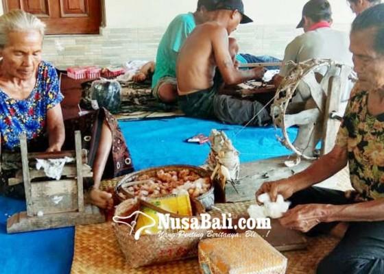 Nusabali.com - perajin-berharap-bisnis-tenun-tradisional-meningkat