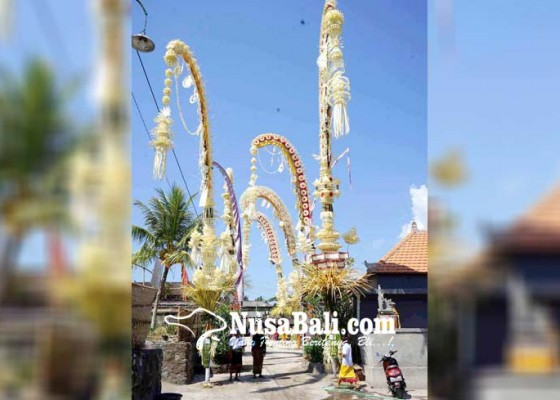 Nusabali.com - sambut-usaba-kapat-krama-adu-kreatif-buat-penjor