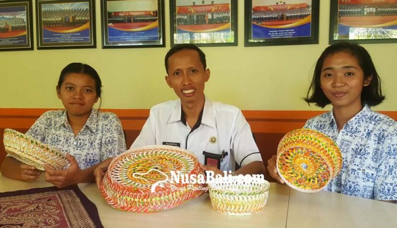 www.nusabali.com-berjaya-berkat-karya-cipta-ingka-berbahan-limbah-gelas-plastik
