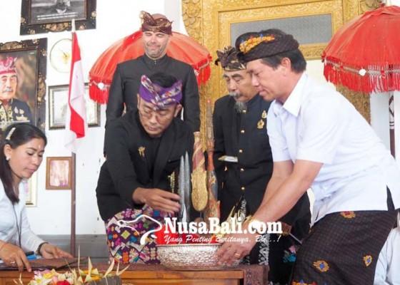 Nusabali.com - tombak-pusaka-kerajaan-klungkung-dikembalikan