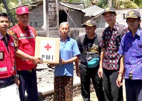 Nusabali.com - pmi-bantu-korban-kebakaran