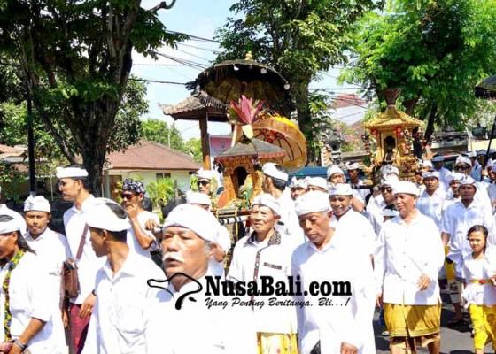 Nusabali.com - krama-desa-adat-padangkerta-melasti-ke-panyai-perasi