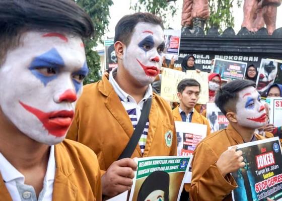 Nusabali.com - aksi-memperingati-hari-kesehatan-jiwa-sedunia