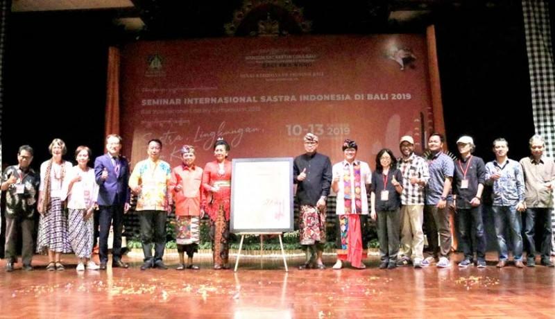 www.nusabali.com-sastra-jadi-media-sebarkan-nilai-nilai-luhur