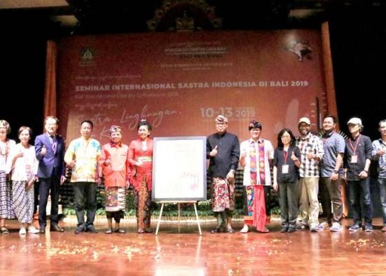 Nusabali.com - sastra-jadi-media-sebarkan-nilai-nilai-luhur