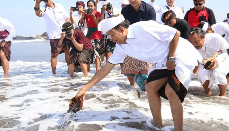 www.nusabali.com-gubernur-ajak-masyarakat-jaga-alam-agar-bali-tetap-bersih-dan-mataksu