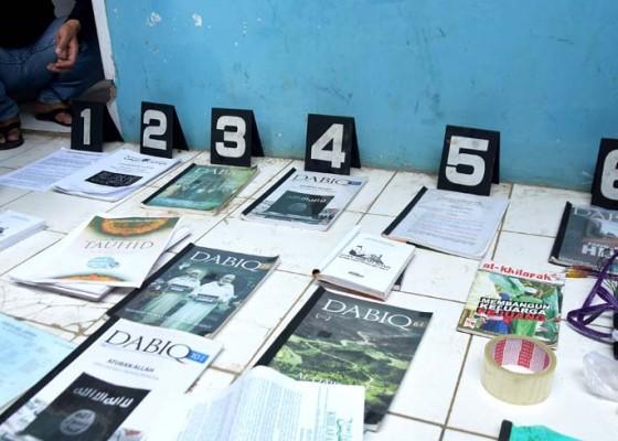 Nusabali.com - polisi-temukan-panduan-jihad-dan-buku-isis