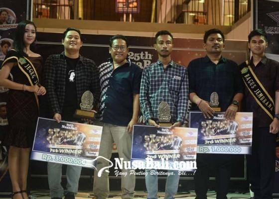 Nusabali.com - tim-juri-dimotori-pelawak-cedil-mahasiswa-stikom-jadi-juara
