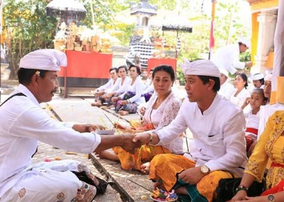 Nusabali.com - bupati-suwirta-hadiri-karya-pangusaban-di-pura-penataran-ped