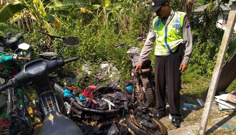 www.nusabali.com-kecelakaan-motor-2-pria-tewas-terbakar