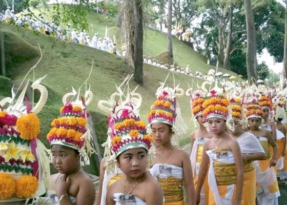 Nusabali.com - ibu-negara-terpukau-prosesi-mapepada-bagia-pulakerti