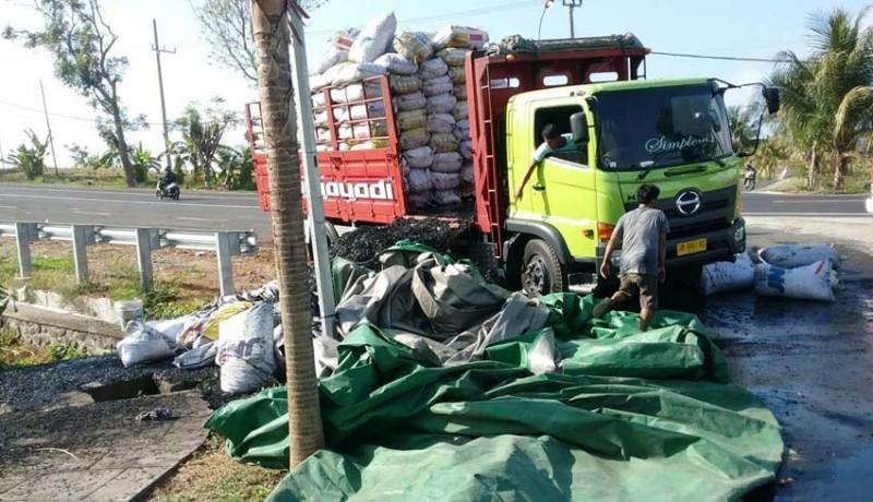 www.nusabali.com-parkir-di-depan-acjn-truk-muat-arang-terbakar