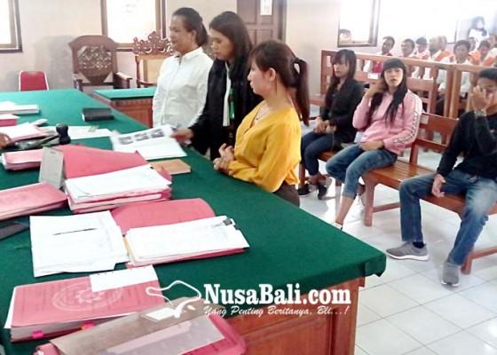 Nusabali.com - sidang-perkelahian-antar-waria-diakhiri-cipika-cipiki