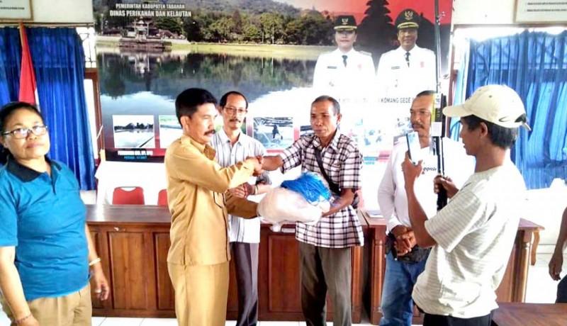www.nusabali.com-nelayan-tabanan-terima-bantuan-alat-tangkap-ikan-senilai-rp-183-juta