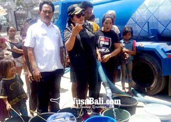 Nusabali.com - bupati-salurkan-30000-liter-air