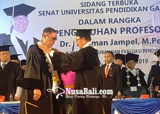 Nusabali.com - jampel-resmi-sandang-gelar-profesor