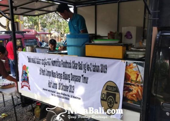 Nusabali.com - hut-ke-2-foodtruck-community-berbagi-ke-panti-jompo